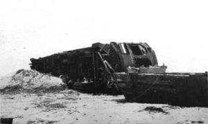 G-17713FF3.2-7 Derailed interurban