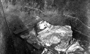 G-1771FF1.4-3 Skeletal remains lying in water