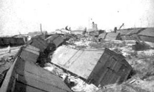 G-1771FF9.1-2 Cars of wheat overturned by the storm