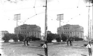 SC#194-16 Street scene, showing Galveston County Courthouse (background).