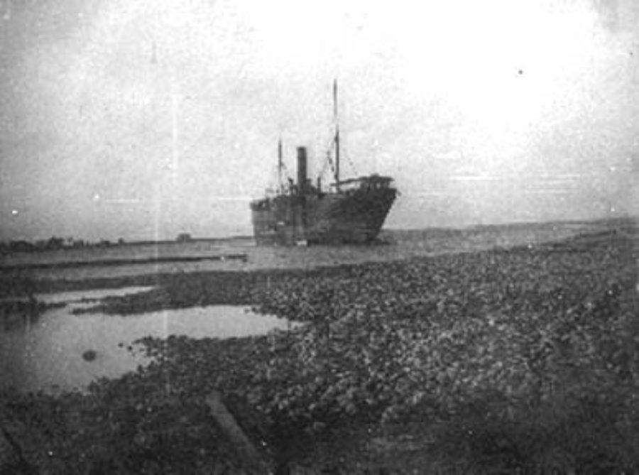 G-1771FF2.1-12 Beached steamship
