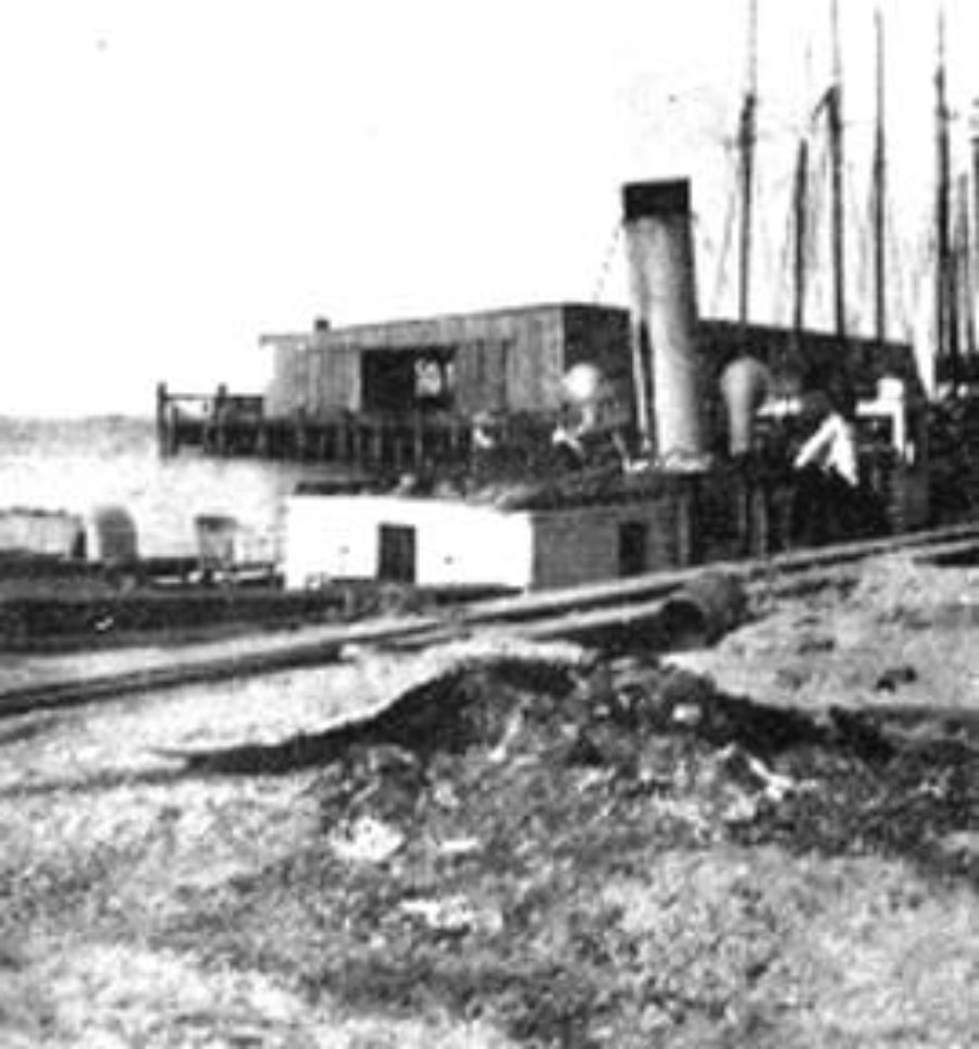 G-1771FF2.2-1 Steamship moored at wharf
