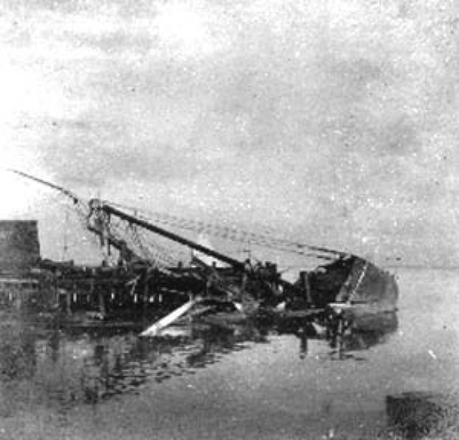 G-1771FF2.3-6 23rd & Wharf.  Showing one of the many wrecked vessels