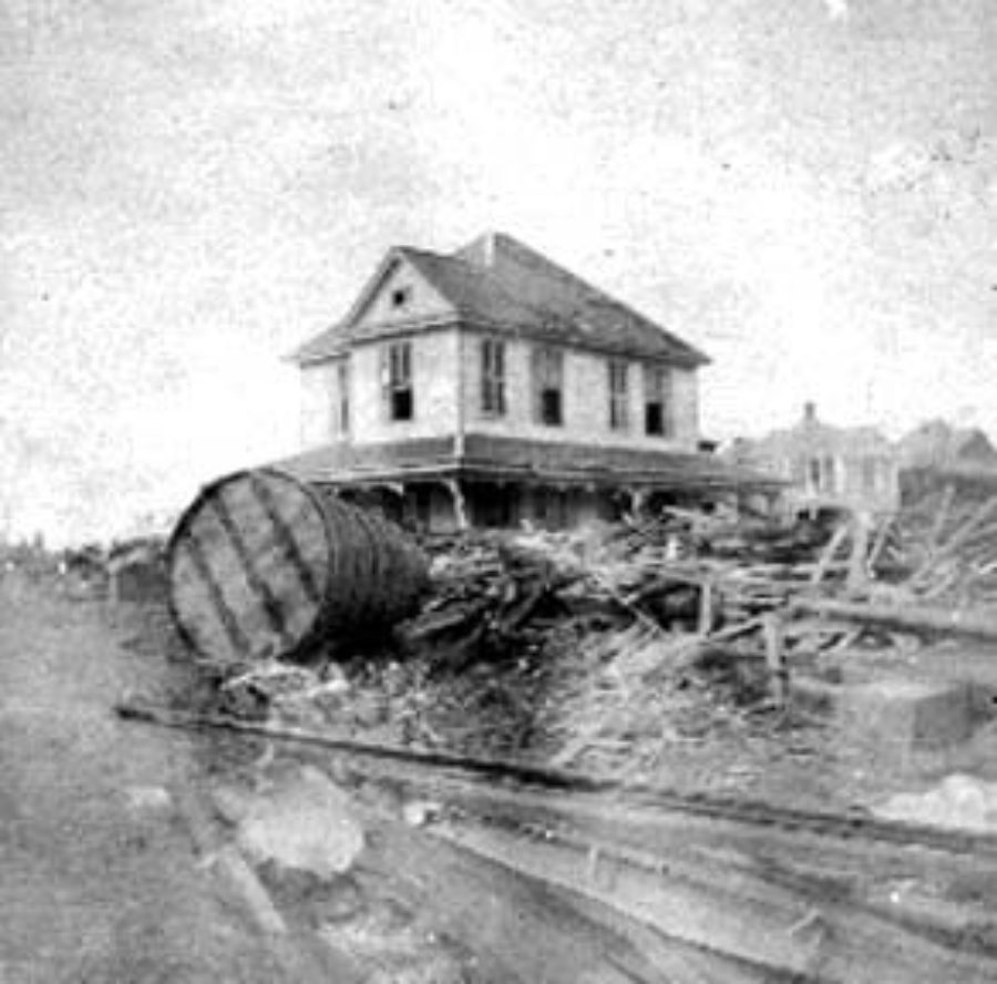 G-1771FF7.13-1 Cistern, debris, and wrecked house