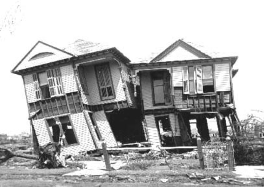 G-1771FF7.3-1 Two wrecked houses