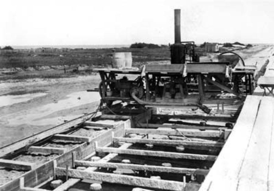 G-5925.1FF2-2 Steam mixer laying foundation for Seawall