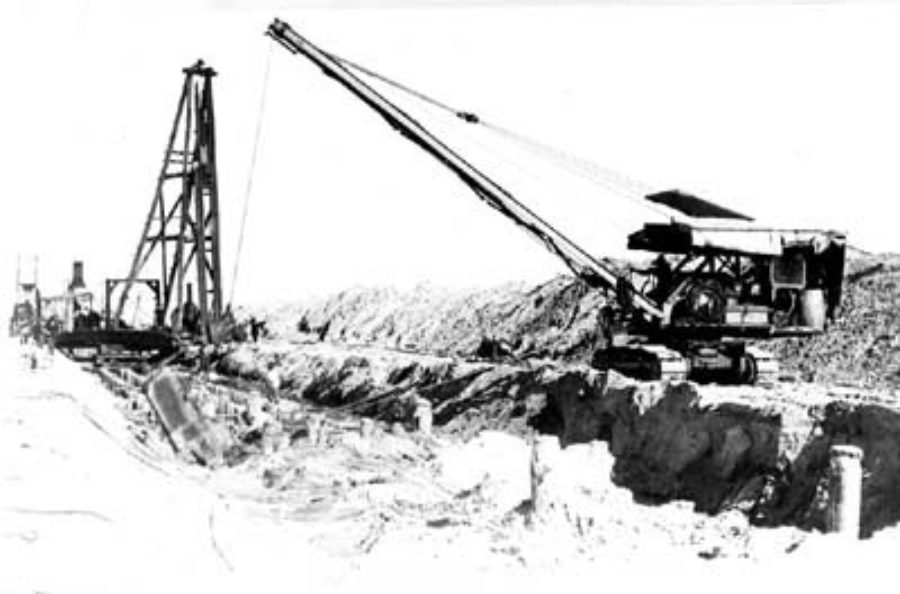 G-5925.1FF3-14 Dragline excavating beach for Seawall foundation