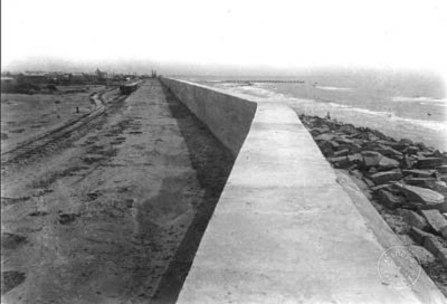 G-5925.3FF5-4 Looking east along top of Seawall