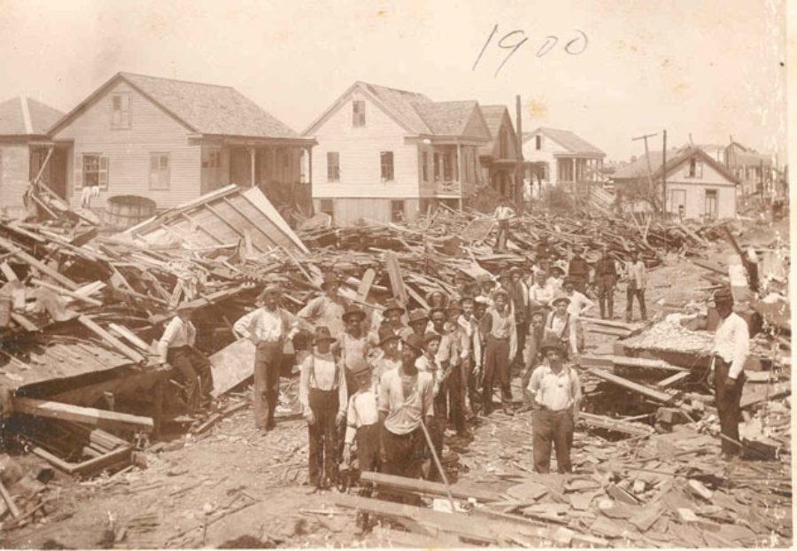 SC#110.1-5 Volunteers removing the debris